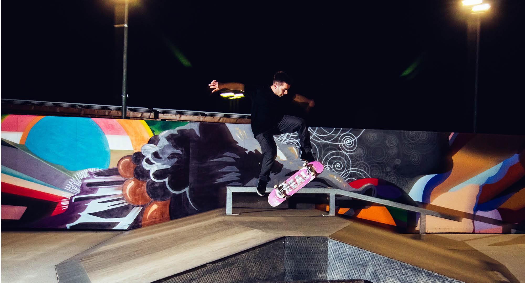 Nachtaufnahmen auf dem Skatepark in Ebersberg. Bidler utner Flutlichtanlage aufgenommen, gesponsert von Rothmoser.