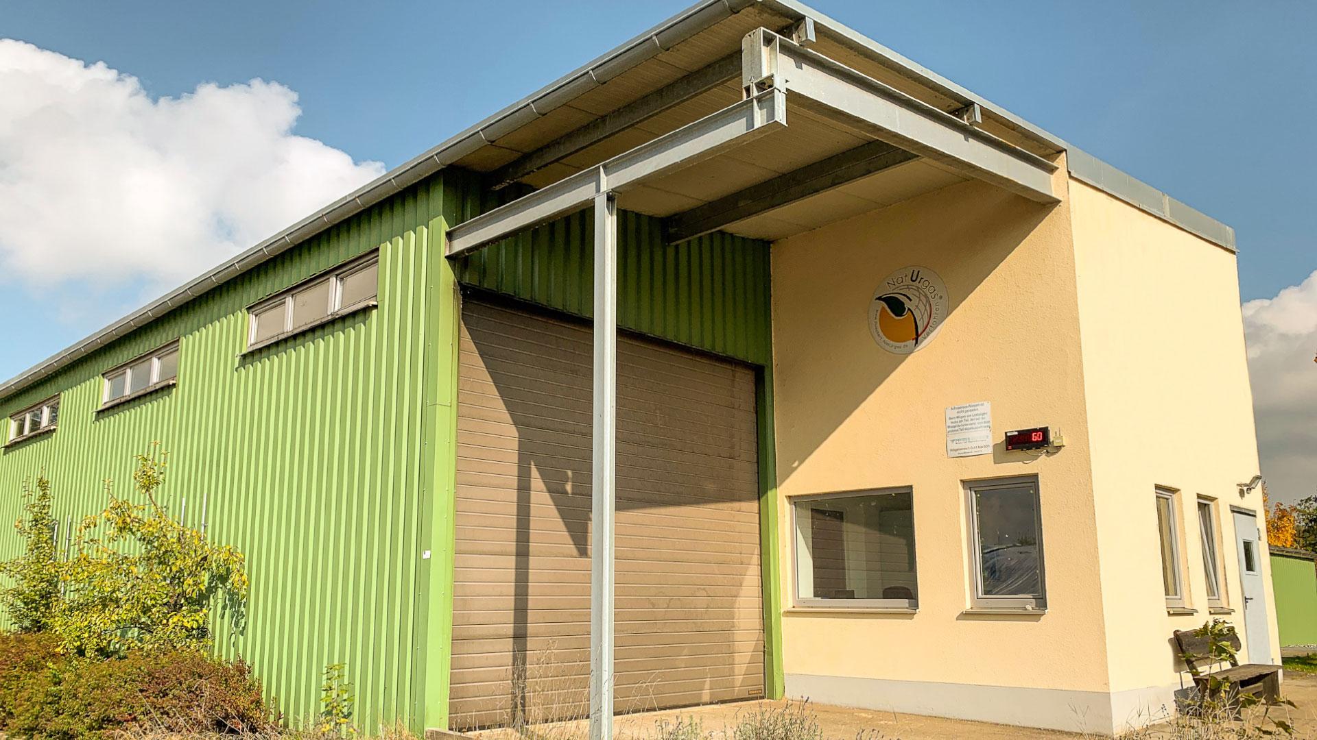 Gebäude auf der Biogasanlage des Energieversorgers Rothmoser in Grafing bei München
