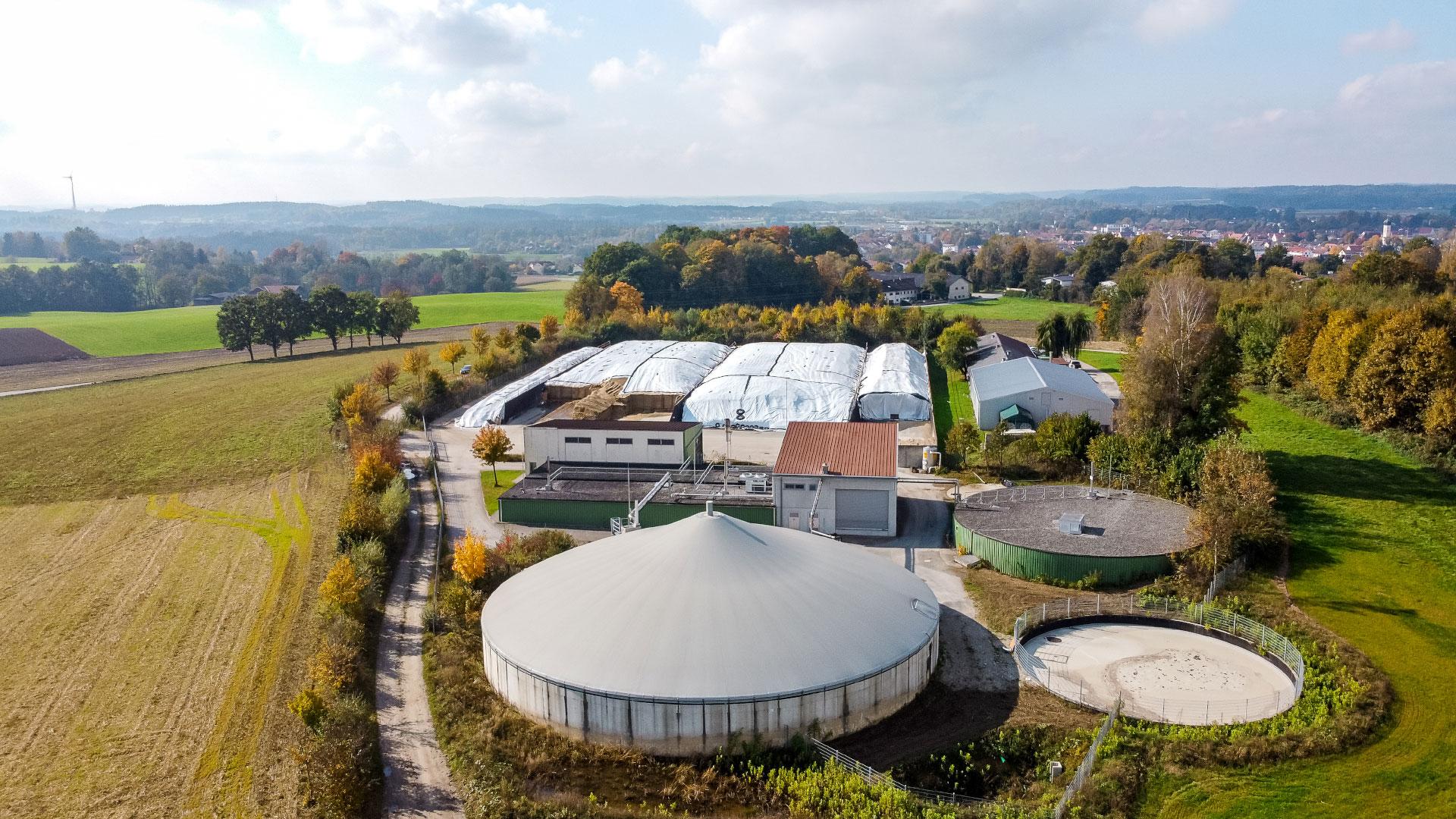 Luftbildaufnahme der Biogasanlage des Energieversorgers Rothmoser in Grafing bei München
