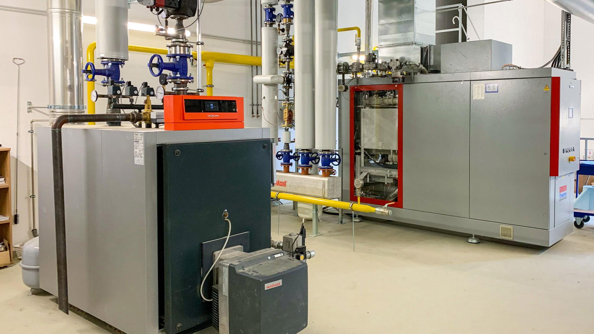 Heizkraftwerkelemente zur Steuerung der Fernwärme im Blockheizkraftwerks in der Pfarrer Aigner Straße in Grafing bei München